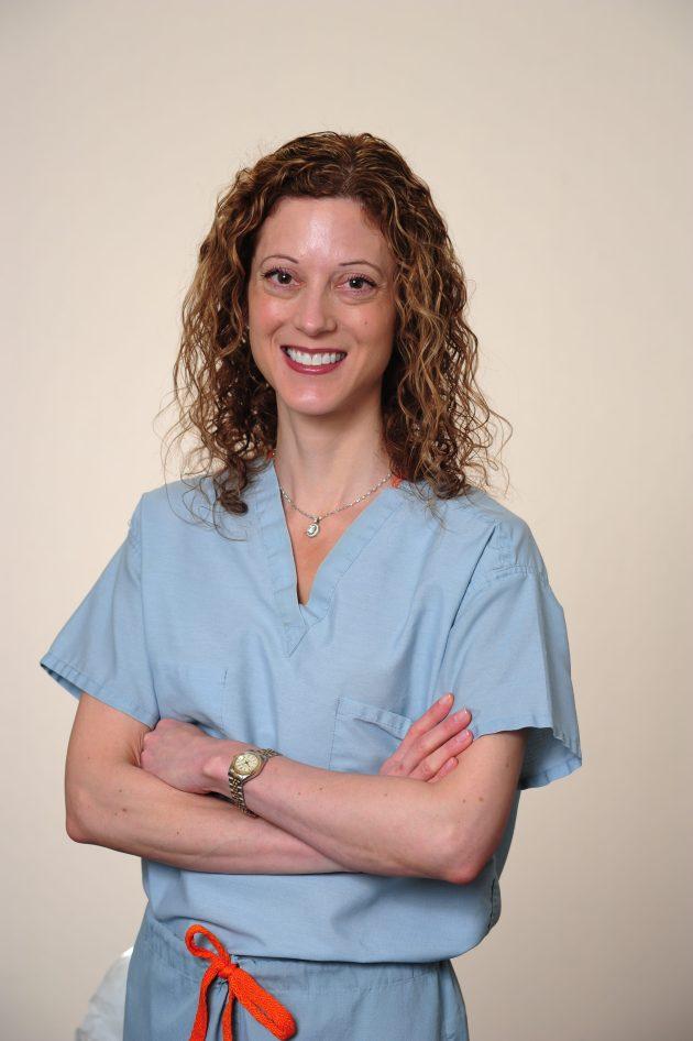 dr-rachel-pauls-in-scrubs-1-e1474296431877